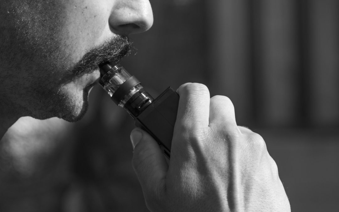 Urgen a restringir la publicidad de los cigarrillos electrónicos entre los jóvenes